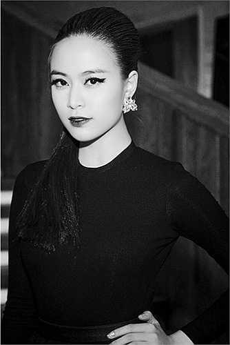 Xuất hiện trong sự kiện cách đây vài ngày, Hoàng Thùy Linh gây ấn tượng mạnh với phong cách lạnh lùng, cá tính.