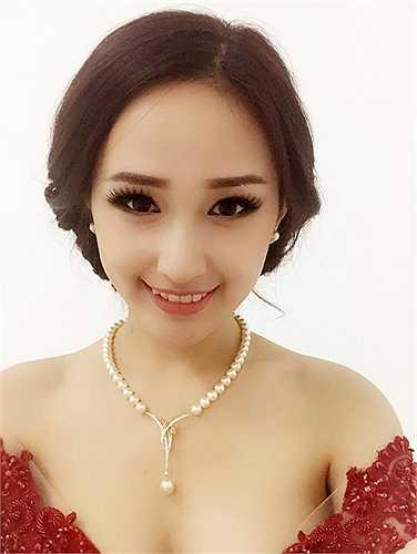Mai Phương Thúy khoe vẻ sexy khi chuẩn bị tham dự sự kiện.