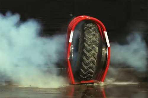Lốp ôtô khi nổ sẽ thế nào?