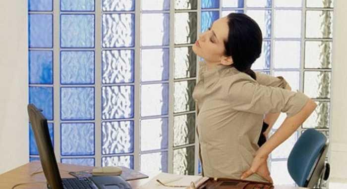 Việc ngồi cả ngày sẽ ảnh hưởng đến sức khỏe của bạn, nhất là những nhân viên văn phòng. Khi ngồi làm việc trước máy vi tính hàng ngày, bạn không thể duy trì tư thế thích hợp, do đó gây suy yếu các cơ ở lưng vì thiếu hoạt động.
