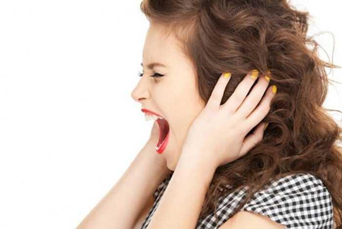 Khi bạn bị căng thẳng, cơ thể cũng sẽ bị stress theo, bao gồm cả các cơ ở lưng và cổ. Nếu tình trạng căng thẳng về tinh thần kéo dài, những cơ đang siết chặt này sẽ không có cơ hội được thư giãn, gây ra các cơn đau khó chịu.
