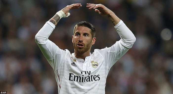 Điều này buộc Ancelotti đẩy Ramos lên đá tiền vệ