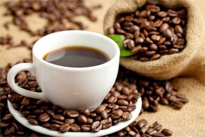 Theo một nghiên cứu của Đại học Melbourne (Australia), cà phê là 'một loại ma túy được sử dụng phổ biến nhất', uống hơn 5 ly cà phê mỗi ngày có thể gây nên hiện tượng ảo thanh.