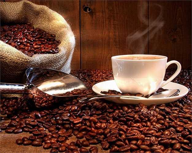 Vì trong cà phê có tính axit rất cao, chính vì thế nếu uống nhiều, axit vào cơ thể nhiều sẽ dẫn tới các phản ứng không tốt cho dạ dày.