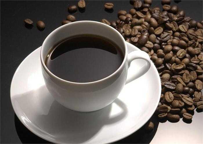 Trong trường hợp bạn uống hơn 4 cốc cà phê trong 1 ngày thì có thể làm ảnh hưởng tới tuyến thượng thận, giảm đề kháng... dẫn tới cảm giác bồn chồn, lo lắng.
