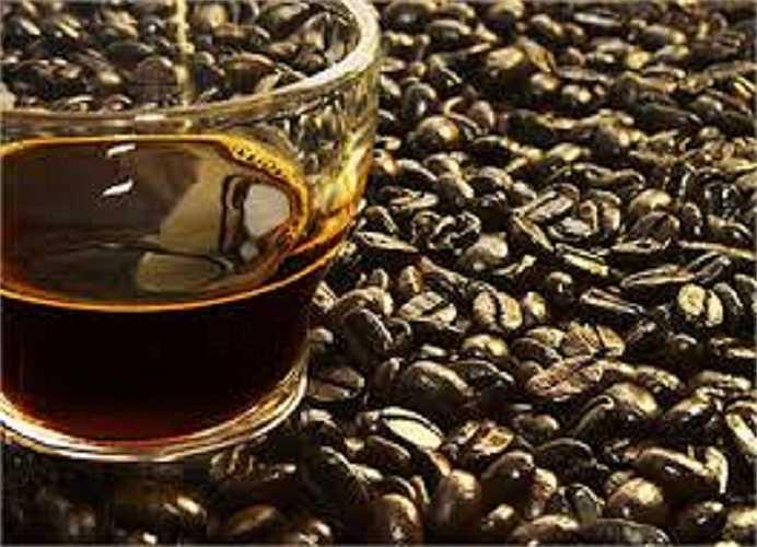Uống cà phê ngay trước khi đi ngủ chắc chắn sẽ làm giảm chất lượng giấc ngủ, nhất là giai đoạn ngủ 'động mắt nhanh'.