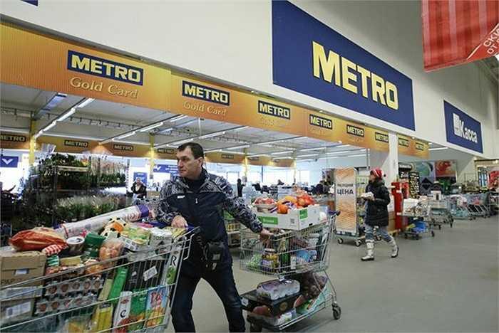 Metro phục vụ khoảng 21 triệu khách hàng trên khắp thế giới với một loạt các sản phẩm và dịch vụ.