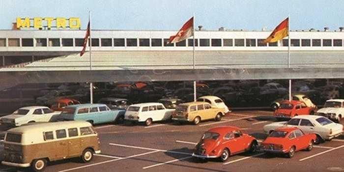Đến năm 1970, siêu thị Metro mở cửa hàng đầu tiên ở Bỉ - nước láng giềng Đức. Thời điểm này, Metro đã sở hữu tới 13 cửa hàng trong nước.