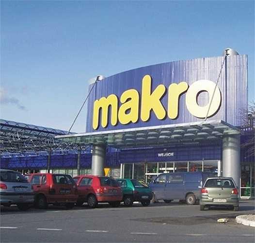Năm 1971, Metro bắt đầu hoạt động bán buôn ở Pháp, Áo, Đan Mạch, dưới tên thương hiệu Makro