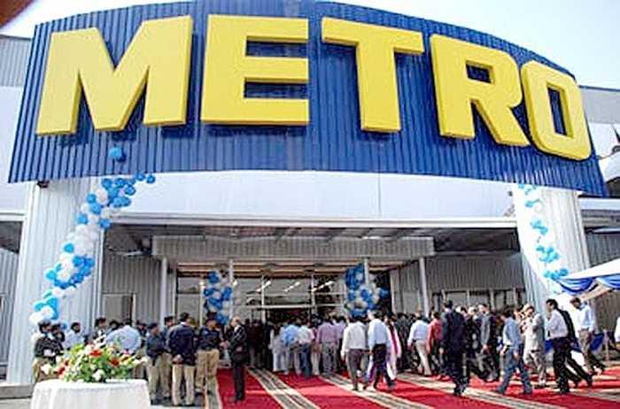 Đến năm 2002, Metro bắt đầu tấn công thị trường châu Á: Mở cửa hàng đầu tiên ở Nhật Bản và Việt Nam.