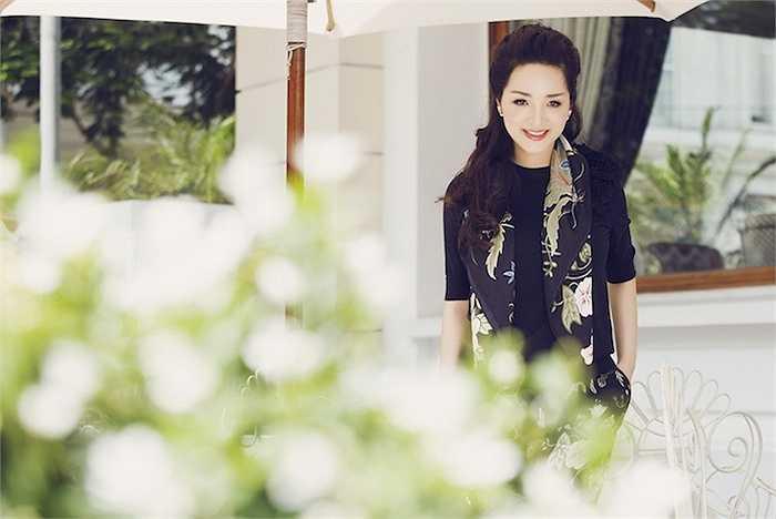 Giáng Mi là một trong số những người đẹp Việt thường xuyên xuất hiện với những bộ đồ hàng hiệu.