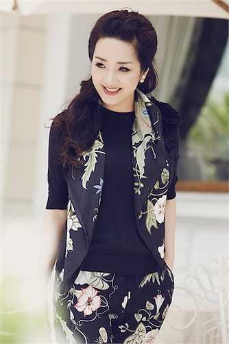 Không chỉ đi dự sự kiện với váy áo đắt tiền, trang phục dạo phố của cô cũng có gía lên đến hàng trăm triệu.