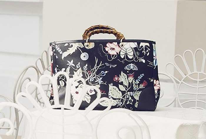 Chiếc túi cô dùng có tên 'The Bamboo Floral Tote Shopper Bag' thuộc BST Resort Xuân - Hè 2015 của Gucci, có giá $2,190.