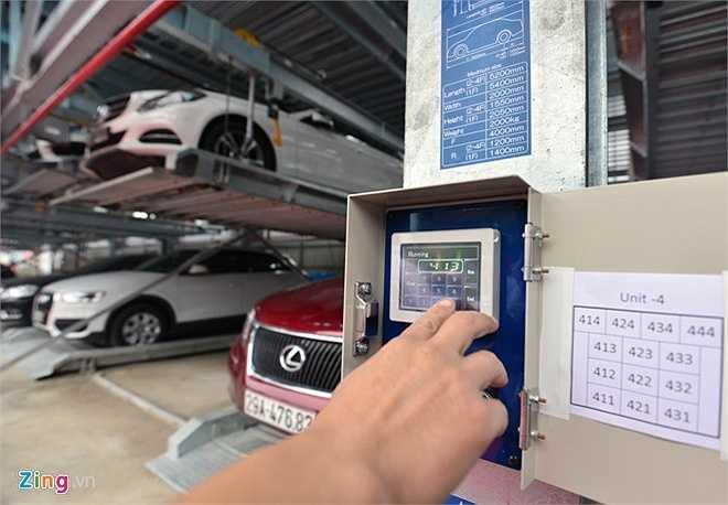 Hệ thống giàn đỗ gồm có 7 block hoạt động theo công nghệ xếp hình của Nhật Bản. Mỗi block chứa được 13 xe, điều khiển đơn giản bằng bảng điện tử cảm ứng. Thời gian lấy và gửi xe chỉ diễn ra trong khoảng 2 phút.