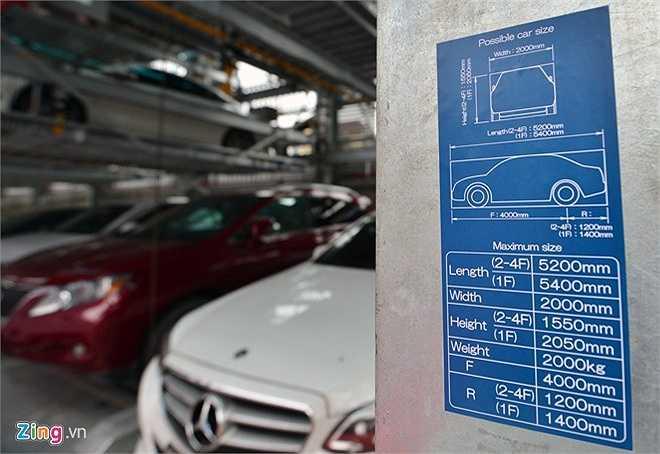 Bảng ghi thông số dài, rộng, cao quy định đối với mỗi pallet ở các tầng. Trọng lượng xe tối đa 2 tấn.