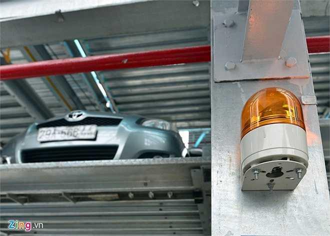 Giàn đỗ trang bị thiết bị an toàn và đảm bảo tuyệt đốt cho người vận hành cũng như phương tiện. Hệ thống cảm biến thông minh trên giàn thép sẽ phát chuông cảnh báo và sáng đèn khi có người hoặc vật thể ở khu vực vận hành. Ngay lập tức, thao tác đưa xe vào vị trí sẽ tạm ngừng.