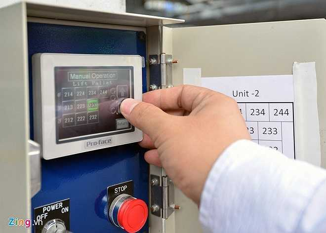 Khi mất điện đột ngột, trước khi phát cảnh báo, hệ thống có nguồn điện dự phòng đủ để vận hành nâng hạ diễn ra an toàn. Ngoài hệ thống tự động, các nhân viên cũng có thể điều khiển bằng tay trong các trường hơp sửa chữa hoặc phát sinh sự cố.