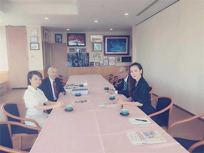 Khi quyết định lấn sân sang lĩnh vực chăm sóc sắc đẹp, Dương Yến Ngọc có nhiều lời mời hợp tác làm việc. Tuy nhiên, cô đã chọn Nhật Bản làm đất nước để sang 'tầm sư học đạo'.