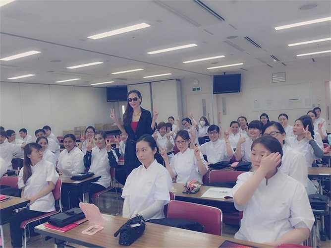 Trước nghi án đã ly hôn chồng, Dương Yến Ngọc bình thản cho biết cô không muốn nói đến chuyện đời tư, thay vào đó, cựu mẫu đang dồn sức tập trung kinh doanh, khẳng định năng lực bản thân bên cạnh việc tham gia những dự án phim ảnh.