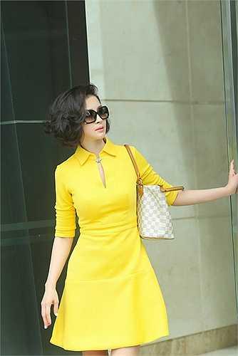 Thanh Mai chọn các mẫu váy thuộc dòng thời trang vintage với những dáng váy xoè cổ điển để xây dựng hình ảnh thanh thoát và nhẹ nhàng.
