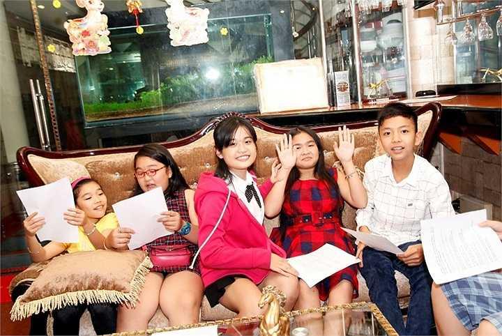 Vốn rất yêu trẻ con, đặc biệt ca sĩ Cẩm Ly luôn dành nhiếu sự ưu ái cho các em nhỏ trong đội của mình bước ra từ Giọng hát Việt nhí