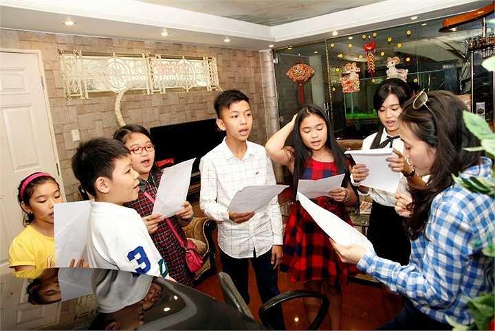 Ca sĩ Cẩm Ly tỏ ra rất hiểu tâm lý các em nhỏ, và đã tạo ra các tiết mục kết hợp mà em nào cũng thấy hào hứng, vui và ý nghĩa khi tham gia.