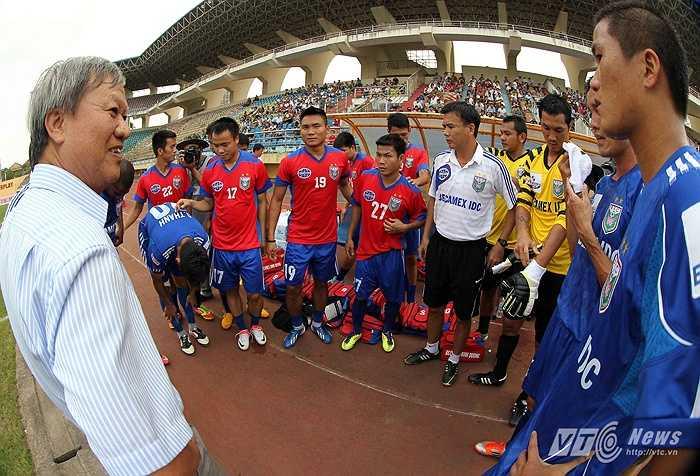 Ở mùa giải 1997-1998, HLV Lê Thụy Hải lần đầu tiên dẫn dắt B.Bình Dương thi đấu tại giải vô địch quốc gia Việt Nam.