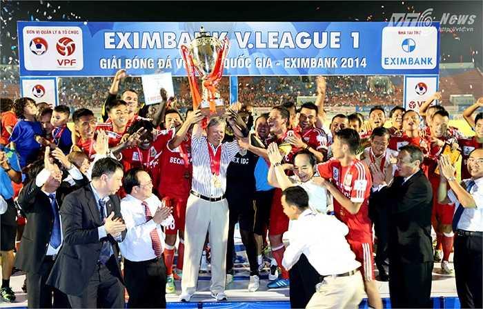 Và lần thứ 3, ông giúp B.Bình Dương giành chức vô địch V-League.