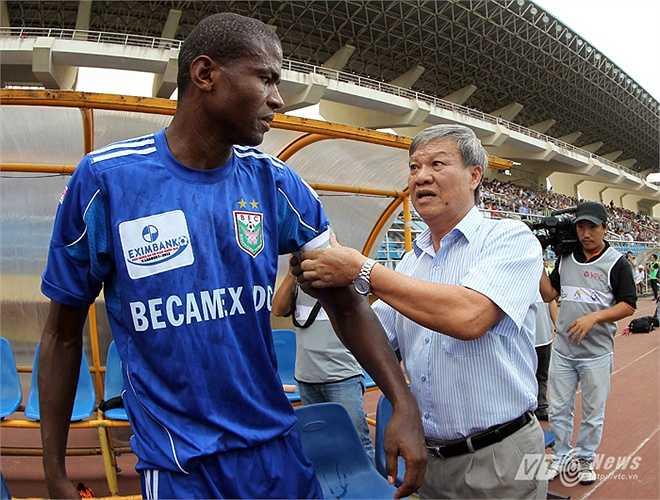 Năm 2000, HLV Lê Thụy Hải tái hồi đội bóng đất Thủ nhưng cũng chỉ tại vị 1 năm.