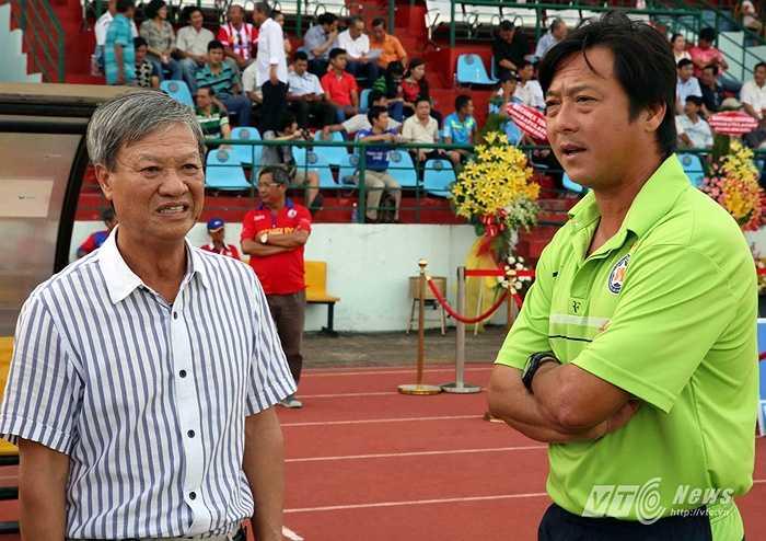 Nhưng lần này, HLV quê Hà Đông chỉ làm việc vỏn vẹn có 35 ngày là phải nói lời chia tay trước khi mùa giải V–League 2012 diễn ra.