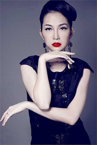 Linh Nga là một trong nữ diễn viên múa tài năng và nổi tiếng nhất làng múa Việt. Cô được mệnh là 'chim công làng múa' bởi tài năng trong môn nghệ thuật đòi hỏi sự đam mê và khéo léo này.