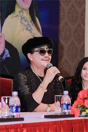 Sau Phương Mỹ Chi, Quang Lê đã nhận Huyền Trân làm con gái nuôi. Anh đang thực hiện các thủ tục để nhận Huyền Trân làm con nuôi hợp pháp. Cô bé cũng sẽ được đi hát dưới sự giúp đỡ của Quang Lê.