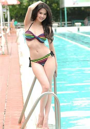 Ngọc Trinh xứng danh 'Nữ hoàng bikini Châu Á'.