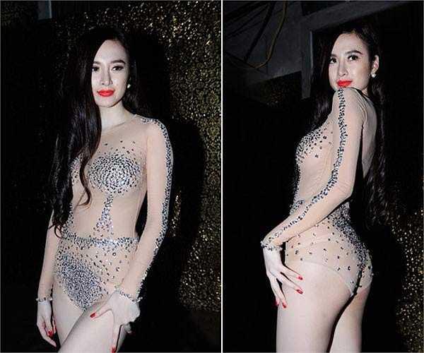 Nhờ bộ bodysuit màu nude này mà Angela Phương Trinh luôn là cái tên quen thuộc của các bảng xếp hạng sao xấu với những trang phục diễn bar khêu gợi quá mức.