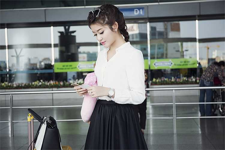 Được biết, cô đang lên đường sang Thái Lan để quay quảng cáo cho một nhãn hàng.
