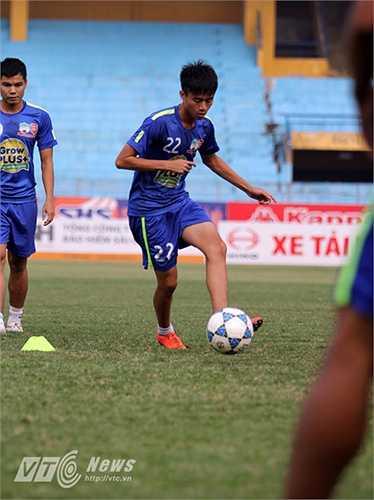 Ở vòng đấu thứ 10 vừa qua, Thanh Hậu đã lập siêu phẩm cứa lòng như Messi, giúp HAGL vượt lên dẫn Đồng Nai 2-1.