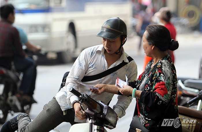 Chèo kéo khách bằng giá gốc mà vẫn hiếm người mua.