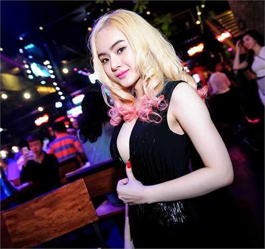Phương Trang - cô em gái của Angela Phương Trinh tuy còn nhỏ tuổi nhưng đã biết cách 'nổi loạn'.