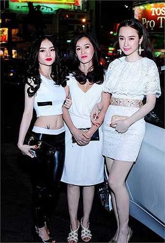 Ở nhiều sự kiện, độ hở bạo của Phương Trang còn khiến đàn chị chạy dài.