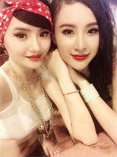 Nhan sắc Phương Trang không bằng đàn chị, nhưng độ hở bạo thì mạnh tay hơn nhiều.