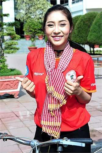 Hoa hậu đại dương Đặng Thu Thảo miệt mài đạp xe dưới trời nắng khi tham gia 'Hành trình Xe đạp – Thành phố tôi yêu'.