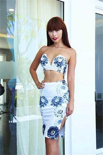 Sở hữu tỉ lệ cơ thể hoàn hảo, Hà Anh luôn tìm đến bộ trang phục mát mẻ, tôn vinh đường cong uốn lượn