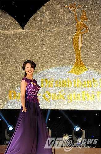 Trong phần thi cuối cùng, phần thi Ứng xử, thí sinh Lê Việt Hà (SBD 115) đã xuất sắc trả lời câu hỏi của BGK, vượt qua 15 ứng viên tài năng khác và trở thành Nữ sinh thanh lịch ĐH Quốc gia Hà Nội 2015.