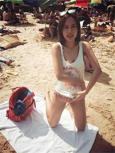 Trong một lần đi du lịch, người đẹp họ Mai từng chia sẻ những bức ảnh mặc áo tắm trên bãi biển.
