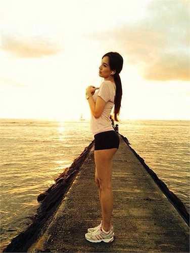 Một bức hình hớ hênh của Hoa hậu Việt Nam 2006.  (Trung Ngạn)