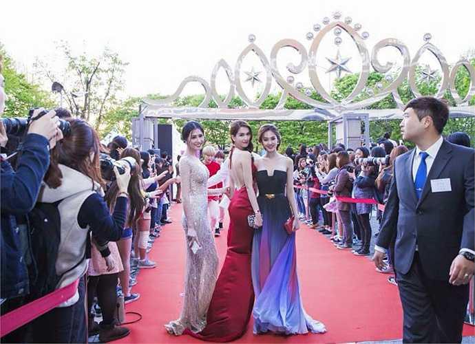 'Nữ hoàng bikini' là giải thưởng của Hiệp hội người mẫu Hàn Quốc, nằm trong khuôn khổ đêm trao giải Asia Model Awards (Liên hoan người mẫu châu Á)
