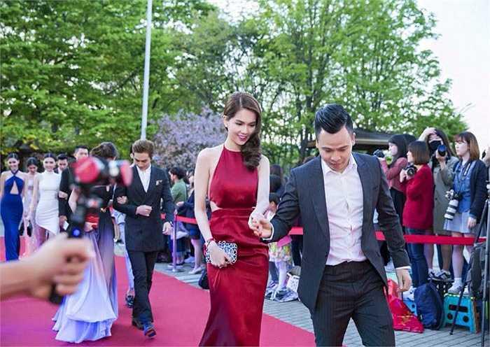 Năm ngoái, Ngọc Trinh từng xuất hiện trong chương trình này với tư cách khách mời và có cơ hội chụp ảnh cùng nam tài tử Kim Woo Bin.