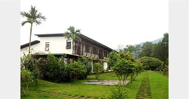 Không giống như nhiều khu 'biệt phủ' khác, căn biệt thự của Mỹ Linh mang xu hướng hiện đại và tiện nghi.