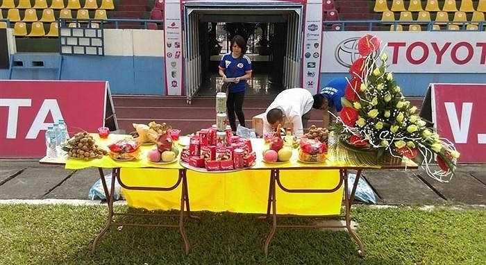 Trong khi buổi chiều Than Quảng Ninh sẽ tiếp đón Sanna Khánh Hòa trên sân Cẩm Phả, thì các CĐV đất Mỏ đang làm tất cả những gì có thể để cầu may cho đội bóng thân yêu của mình.