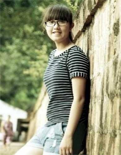 Cô bạn lai Tây xinh đẹp này là  Phan Thanh Uyên Thương hiện đang học lớp 10C4, trường THPT Lê Quý Đôn - Tam Kỳ - Quảng Nam.